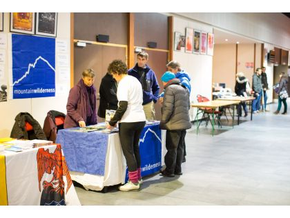 PHOTOS 2013 Stands dans le hall du Quattro.jpg
